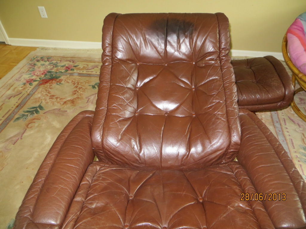 pigmented mono tone ekornes stressless leather chair with